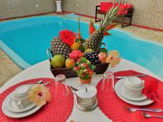 piscina com mesa
