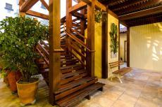 Hall Escada