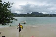 Esta é a ilha do pelado, de frente da praia de São Gonçalo, que fica á 6 km até a pousada Quatro Estações Paraty.