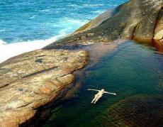 Cachoeira do Saco Bravo, fica no saco de Mamanguá, acesso por Paraty-mirim. 30 km distante da pousada Quatro Estações Paraty.