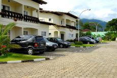 Fachada e Estacionamento