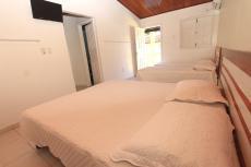 Apartamento Quádruplo - 01 cama de casal e 02 camas de solteiro