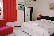 Apartamento sem vista para o mar, térreo com cama Queen, armário, banheiro, sofá cama, frigobar e microondas - para até 2 pessoas