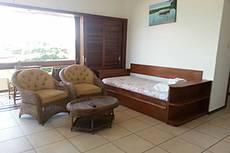 Apartamento vista lateral para o mar 2º andar com duas suítes, sofá cama e cama auxiliar, para até 6 pessoas