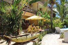 Área da piscina e jardim