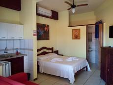 Apartamento vista lateral para o mar com cama de casal, banheiro e cozinha americana - para até 2 pessoas