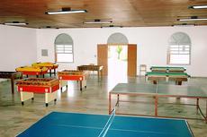 Salão de Jogos:  Amplo salão de jogos onde você pode realizar torneios entre amigos e brincar com toda a família.
