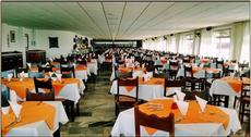 Restaurante do Almoço e Jantar:  Disponibilizamos um amplo e aconchegante Restaurante para atender nossos hóspedes.  O Restaurante principal conta com palco e tem capacidade para até 1.200 pessoas.