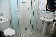 Todos os apartamentos possuem aquecimento central da água da ducha e lavatório.