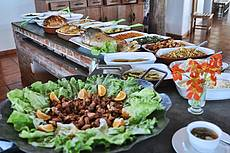 Contamos com um amplo restaurante, com diversas opções de pratos quentes, saladas e sobremesas.