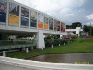 Esta � a vis�o frontal do lado direito do Oscar Niemeyer!