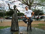 Estátua de Elis Regina na Usina do Gasômetro