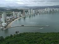 Vista de Balneário Camboriu do mirante do parque Unipraias