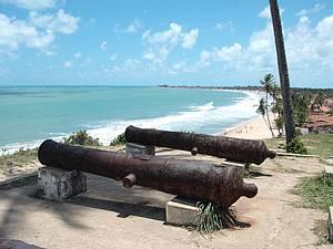 Forte: Construção descortina bonita vista das praias<br>
