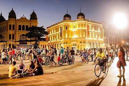 Recife Antigo - Belo espaço é ponto de encontro aos domingos