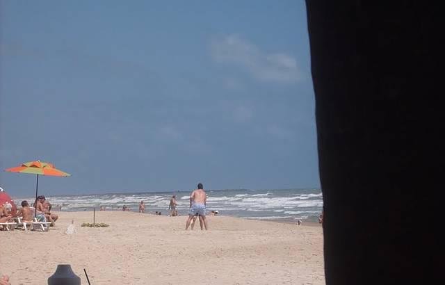 Muito boa essa Praia, água quentinha e areia fresquinha.