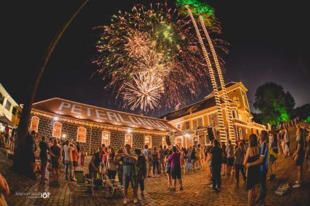 Peterlongo - Natal Mágico tem queima de fogos