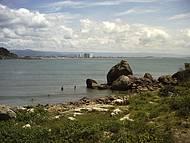 Ao longe a vista da praia do Centro