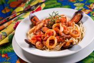 Espaguetti à Marinara combina polvo, camarão, lula e mexilhões
