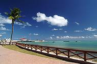 Calçadão de Ponta Verde é perfeito para caminhadas à beira-mar