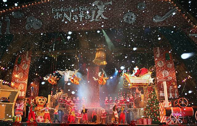 Neve e Papai Noel sempre marcam presença