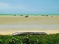 Caminhar pelas praias na maré baixa