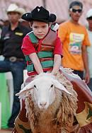 Rancho do Peãozinho: Pequenos também se aventuram durante a festa -