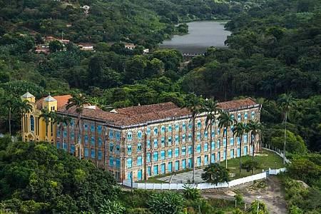 Mosteiro dos Jesuítas - Construção majestosa de destaca na paisagem