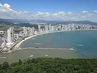 Vista da cidade e do Molhe da Barra Sul do Mirante do Parque Ambiental