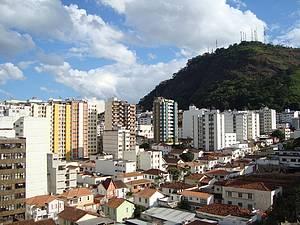 Cidade: Cntro e do Morro do Cristo na mesma paisagem<br>