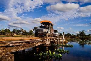 Transpantaneira: Ao longo da rodovia, fazendas e belos visuais -