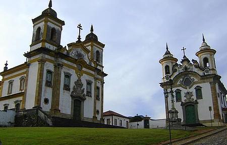 Praça Minas Gerais - Igrejas de São Francisco de Assis e Nossa Senhora do Carmo