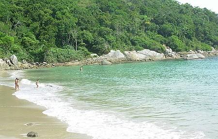 Praia do Estaleiro - Uma delícia de praia com águas transparentes