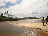 Rio Trancoso desenbocando no mar