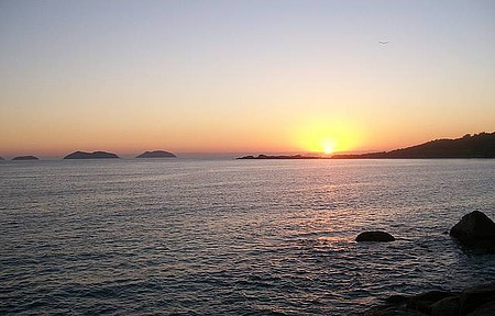 Nascer do Sol na Praia de Cima Visto das Pedras