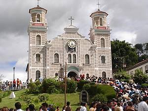 Matriz de Santa Rita de Cássia: Missas são anunciadas com badalar dos sinos -