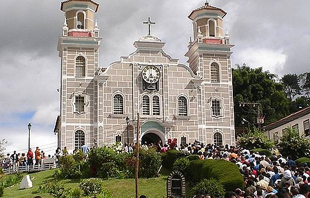 Matriz de Santa Rita de Cássia - Missas são anunciadas com badalar dos sinos