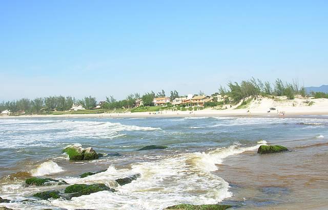Foto tirada do Sambaqui com bela vista da praia da Barra