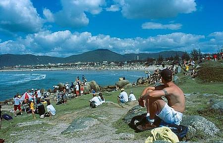Praia da Vila é cenário de campeonatos de surf