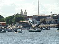 Cidade as Margens do Rio São Francisco, onde os Barcos Levam Turistas até a Foz