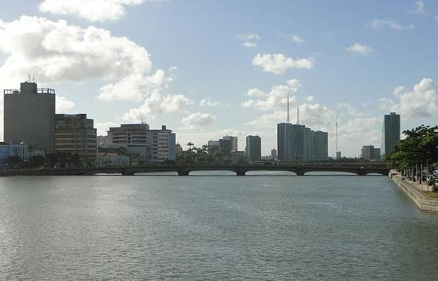 Vista do Rio Capibaribe e da Ponte Maurício de Nassau