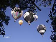 Balões enfeitando o céu azul de Torres
