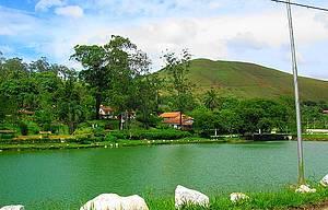 Lago de Barão de Javary: Área de lazer conta com pedalinhos, quiosques e passeios de charrete -