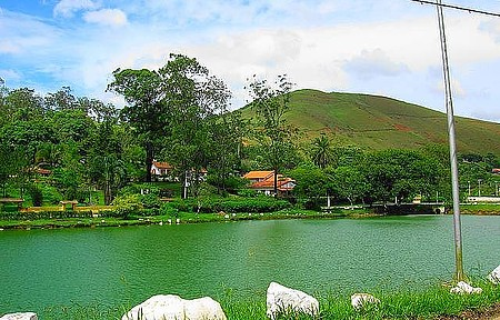 Lago de Barão de Javary - Área de lazer conta com pedalinhos, quiosques e passeios de charrete