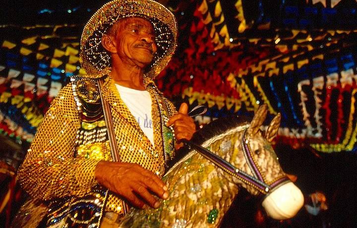 Trajes típicos e muitas cores nas festas de São Luís