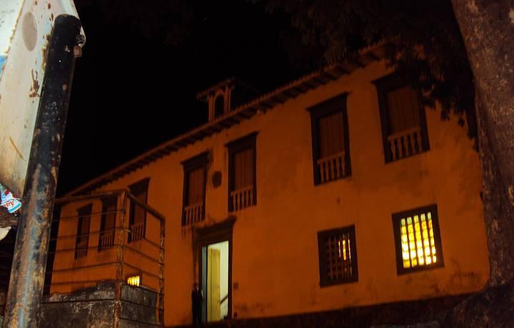 Vista noturna do museu