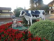 Na cidade do Leite Tirol não poderia faltar esse monumento