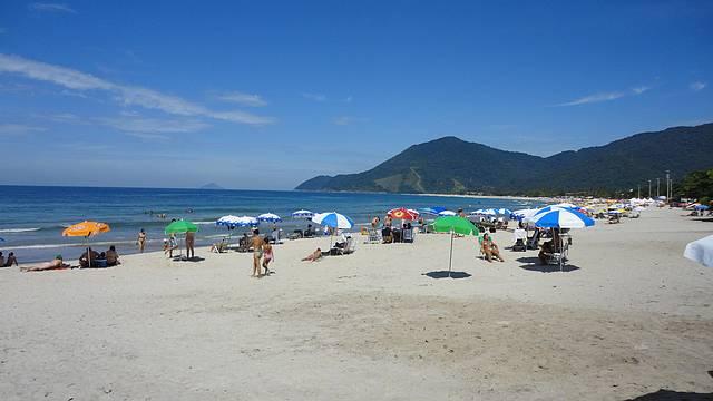 Ponta esquerda da praia