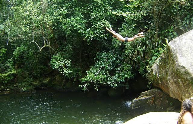 Pulando da Cachoeira dos 3 po�os