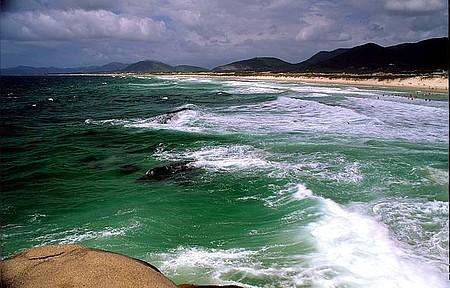 Florianópolis - Praia da Joaquina é a preferida dos surfistas